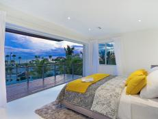 Contemporary Beachfront Bedroom With Balcony