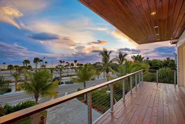 Contemporary Beachfront Balcony