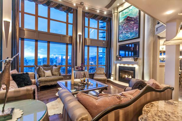 Grand Penthouse Living Room