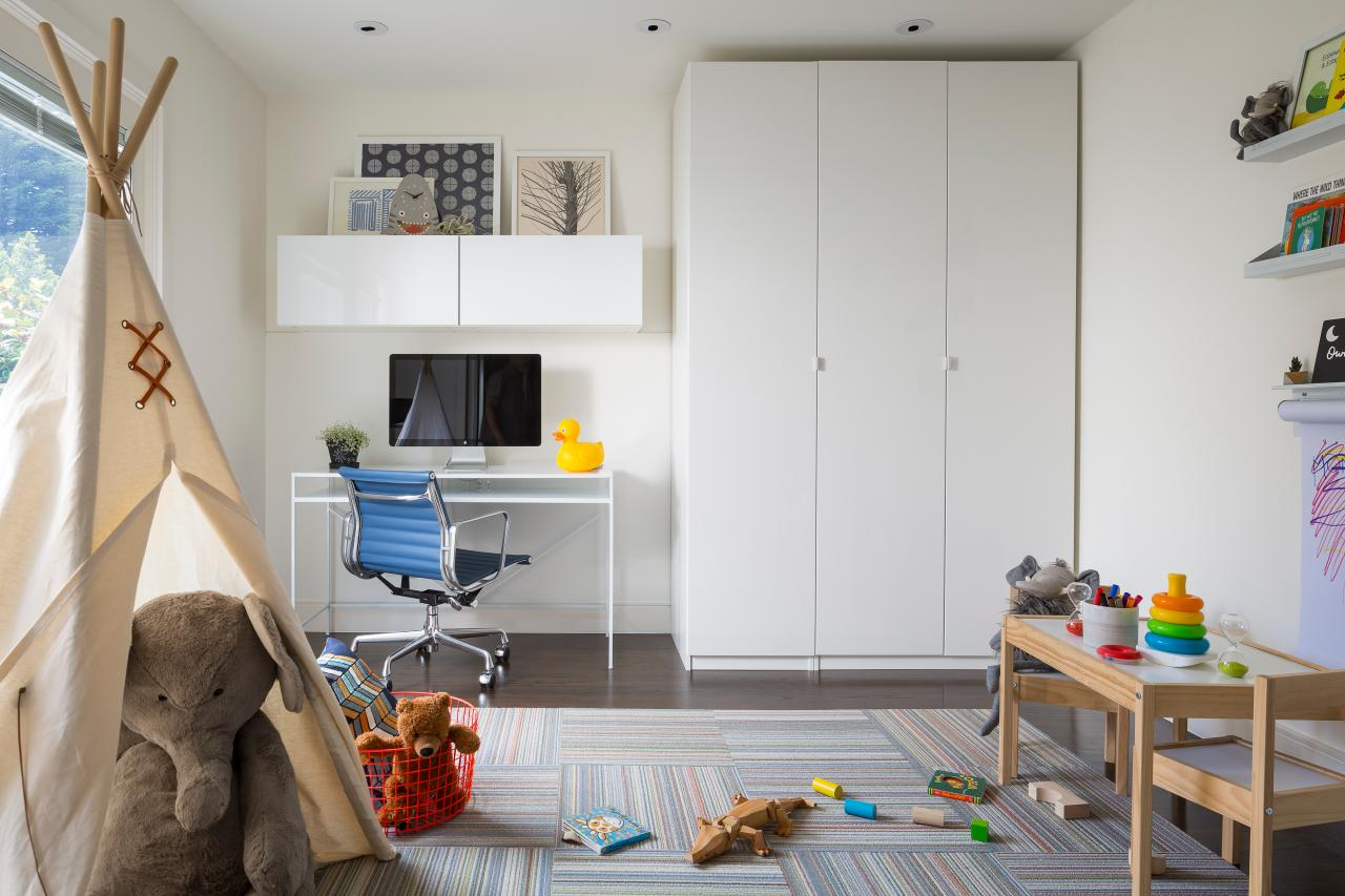 10 Tricks for Living With Pets + Kids in a Small Space | Room ...