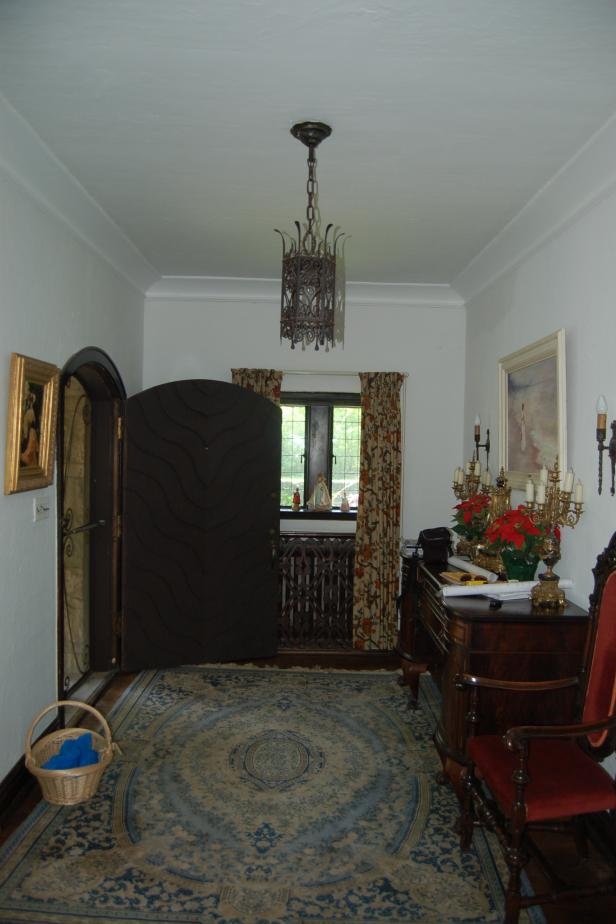 Before Photo of Foyer