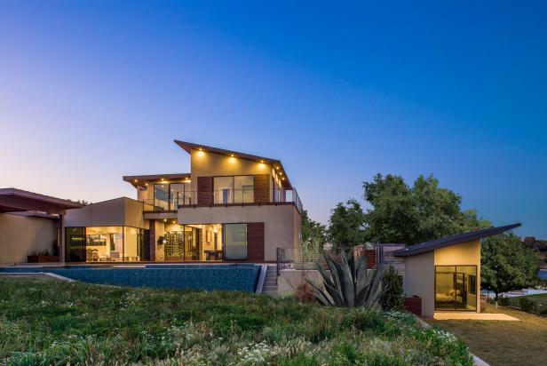Modern Home has Easy Access to Hill Country