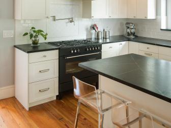 Transitional Eat-In Kitchen With Black Countertops