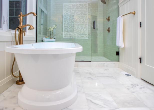 Freestanding Tub With Brass Faucet