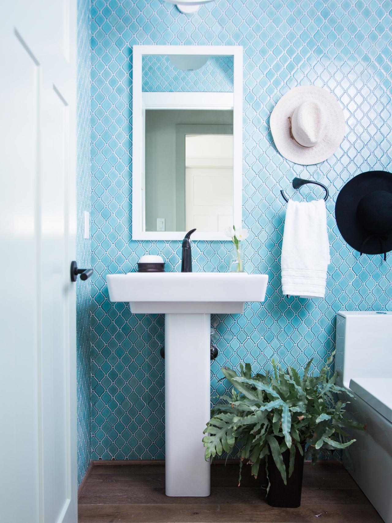 Small bathroom decorating ideas hgtv - Bathroom ideas for small bathrooms ...