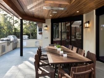 Contemporary Outdoor Kitchen and Dining Area