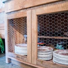 Merveilleux Rustic Wood Cabinet With Chicken Wire
