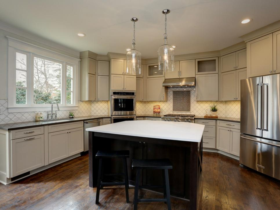 Transitional Kitchen with an Island, Tile Backsplash and Stainless Steel Appliances