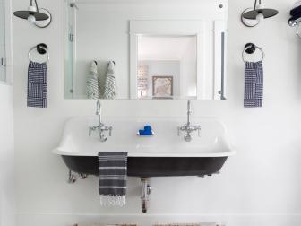 Modern Farmhouse Bathroom With Tub Sink