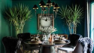 Creating a Wintry Luxe Holiday Dining Space