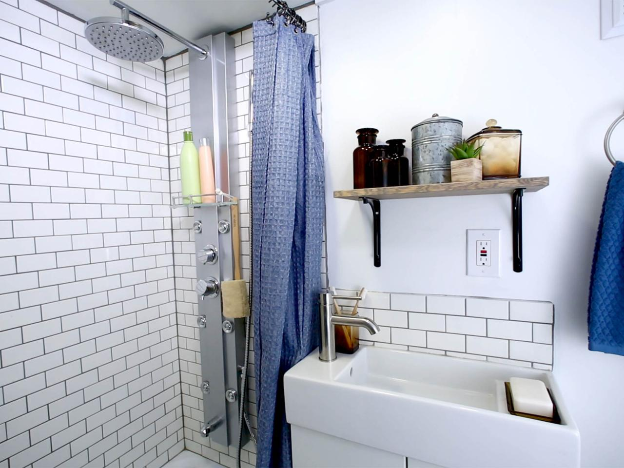 8 Tiny House Bathrooms Packed With Style | HGTV\'s Decorating ...