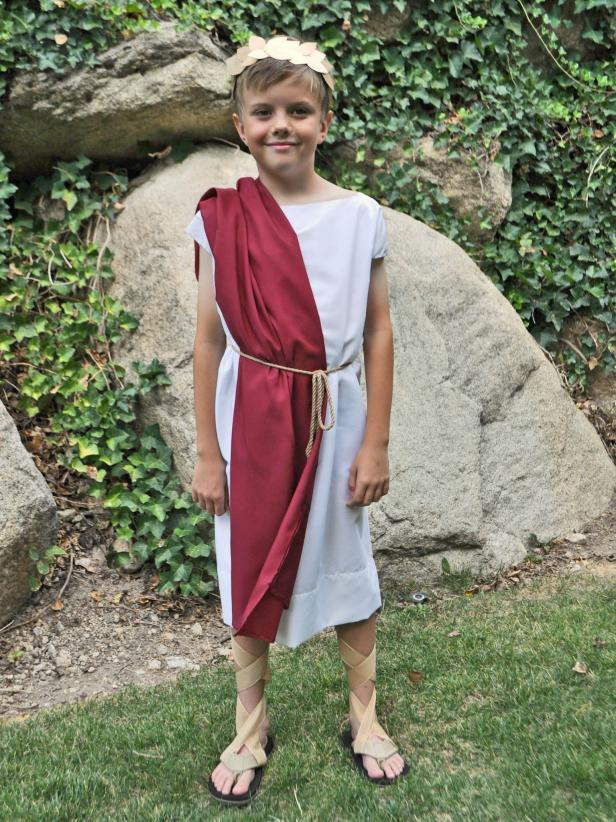 A no-sew costume using everyday items like a pillowcase, cereal box, and flip flops to create a majestic, costume fit for Roman royalty. No sheet-wrapping involved, which means there's no need to worry about the toga falling off during trick or treating.
