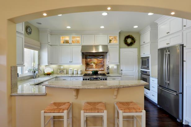 Stylish Arches in Functional, Open Plan Kitchen