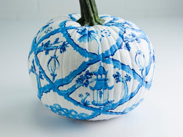HGTV shows you how to decorate a Halloween party in a chinoiserie pattern