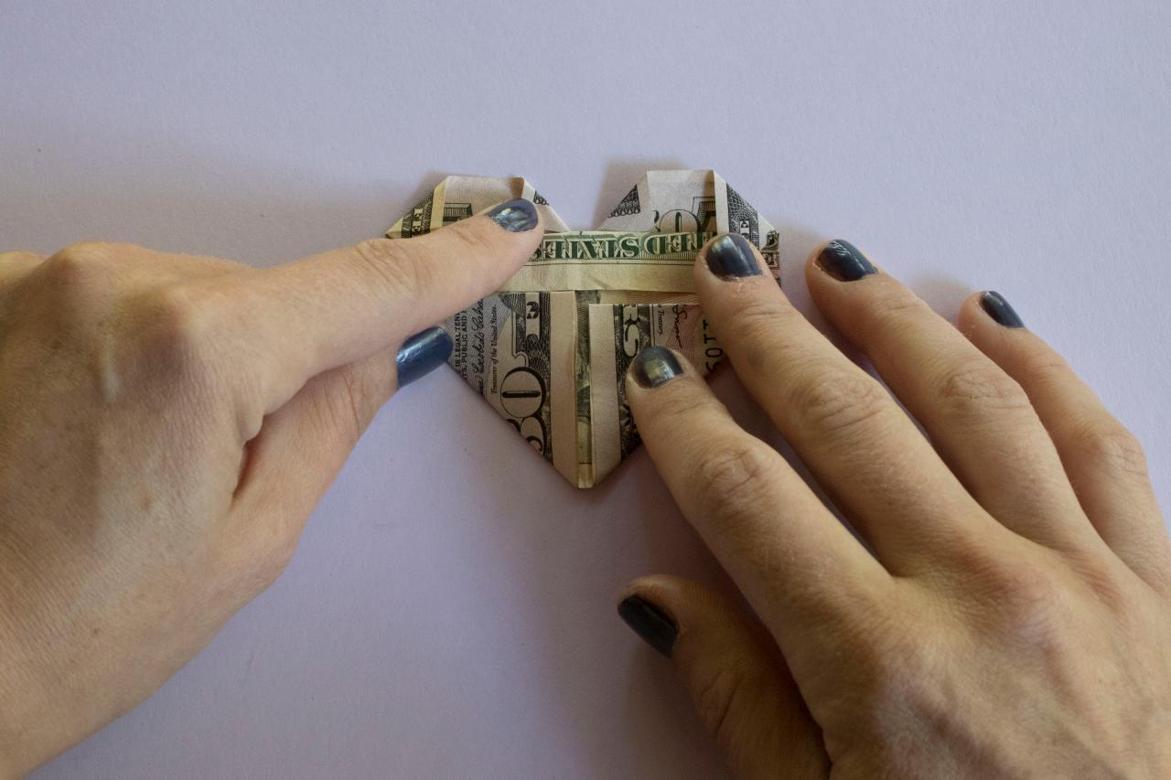 How to Fold a Dollar Bill Into an Origami Heart | HGTV - photo#47
