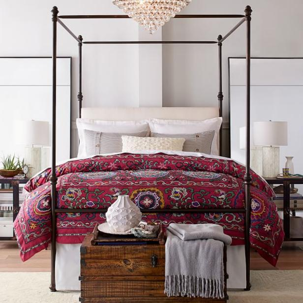 The Antonia Canopy Bed