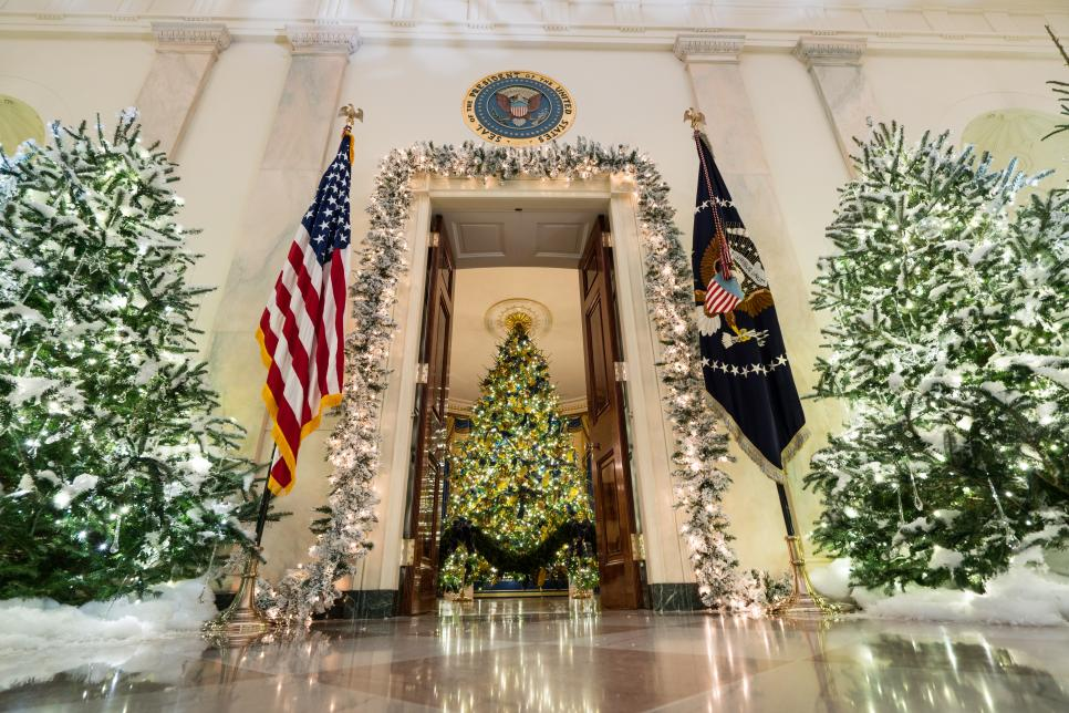 photo by ken cedenoverbatim photo agency - 2017 White House Christmas Decorations
