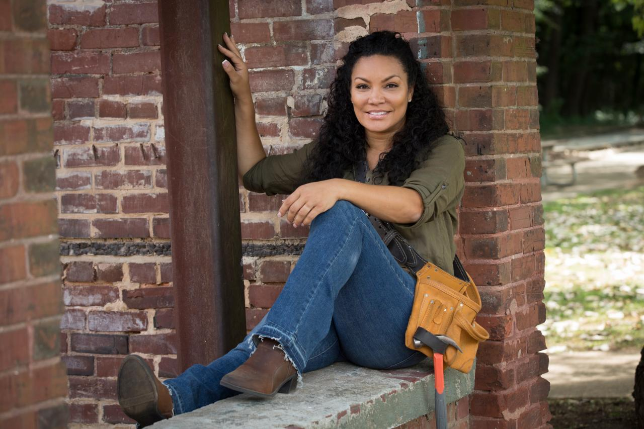 10 things to know about egypt sherrod hgtv 39 s decorating for Things to know about flipping houses