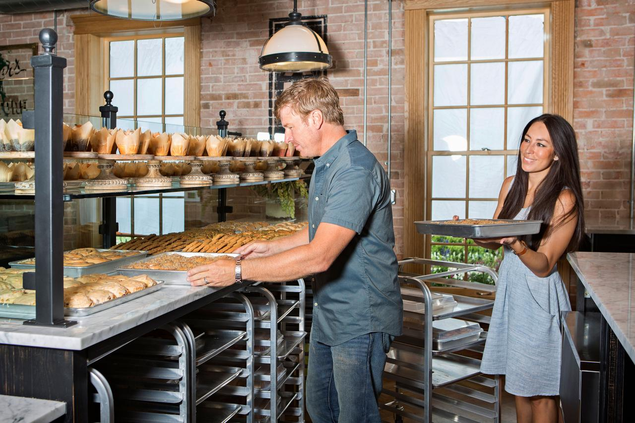 A fixer upper timeline from waco to worldwide sensations - Chip et joanna gaines ...