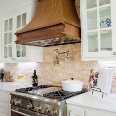 Merveilleux Renovated Kitchen With Natural Stone Backsplash And Wood Range Hood