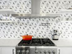 Graphic Gray-and-White Kitchen Backsplash