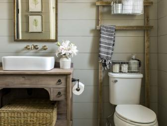 Chic Country Bathroom With Wooden Ladder