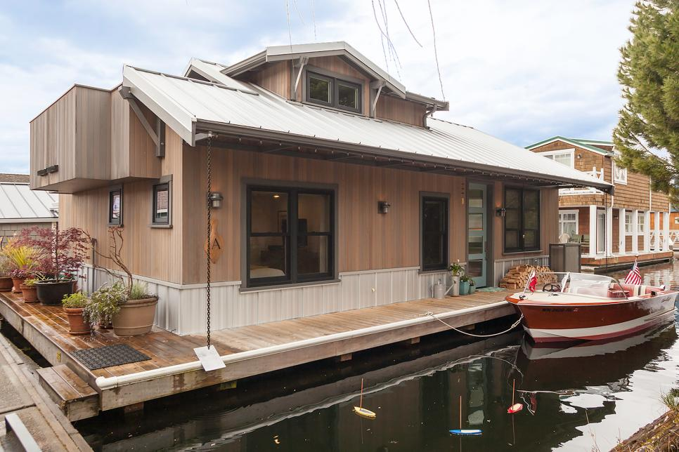 Puget Sound Houseboat with Two Bedrooms and One Bathroom
