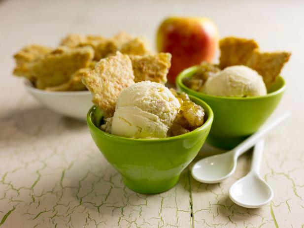 Cheddar-Topped Apple Pie Sundae