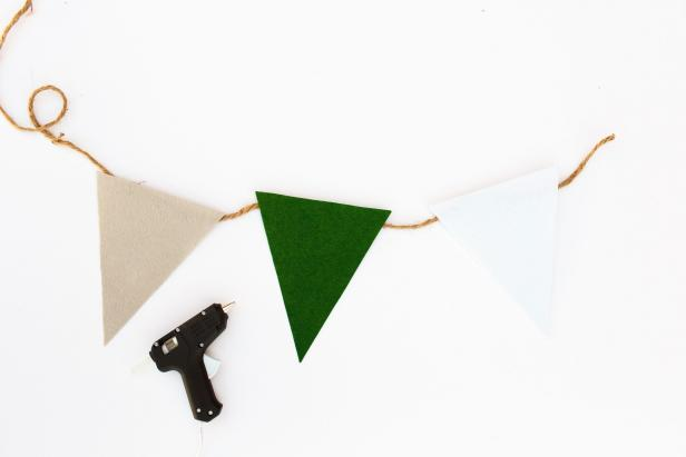 DIY felt pennant banner for tailgating