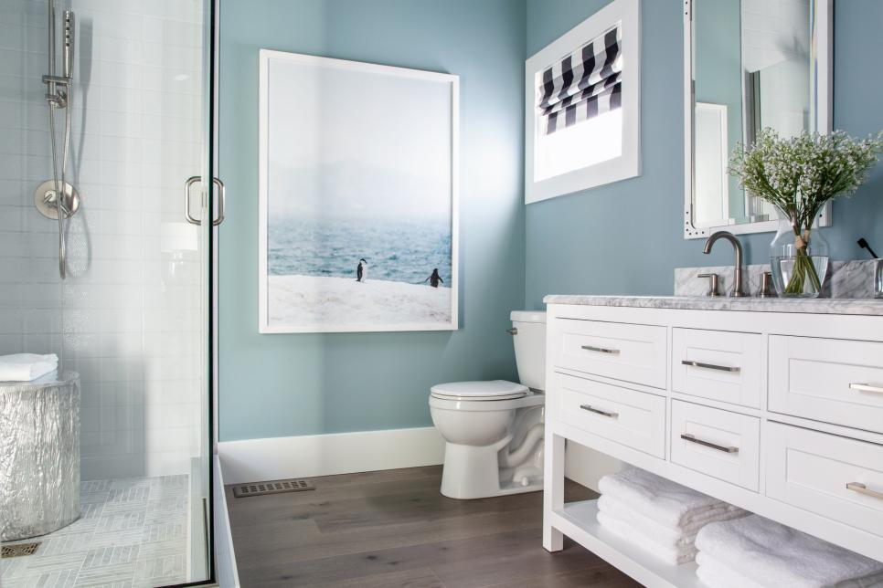 32 Best Master Bathroom Ideas And Designs For 2019: HGTV Dream Home 2019: Guest Bathroom Pictures