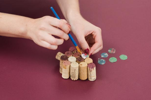 DIY Wine Cork Christmas Tree Ornament: Add Colorful Paper