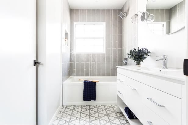 Looking to remodel a bathroom...check out this stylish remodel