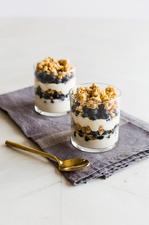 Blueberry Greek Yogurt Granola Parfaits
