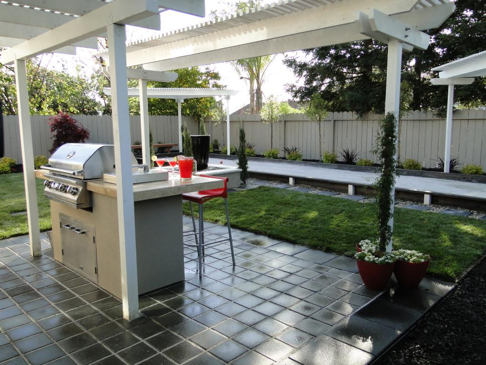 Outdoor Bar on Slate-Tiled Patio With White Pergola