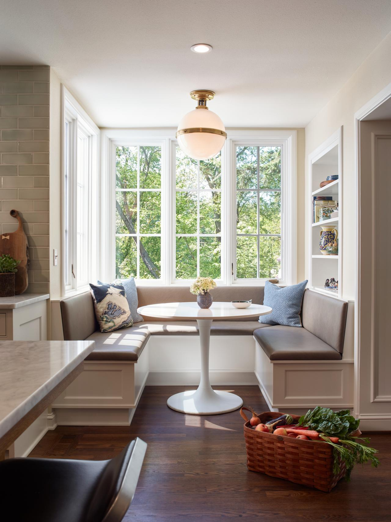 Traditional Kitchen Breakfast Nook With