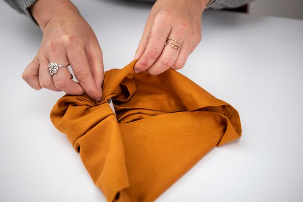 Wow your guests with this cute pumpkin-shaped napkin.