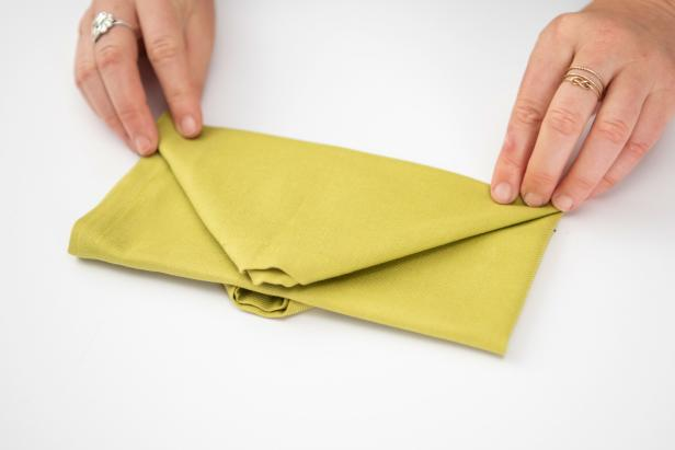 Wow your guests this Christmas with a Christmas tree-shaped napkin.