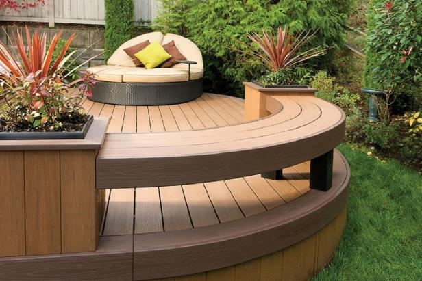Low Deck With Outdoor Furniture