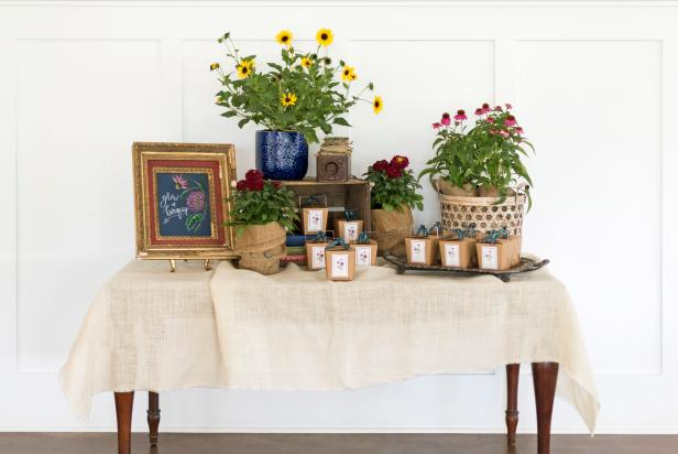 Green up your party guests' thumbs with these take-home surprises that truly are the gift that keeps giving. Following the included instructions, your guests can plant the tubers, root starts or seeds in their yard for an abundance of beautiful blooms.