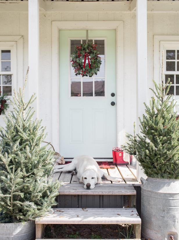 100 Farmhouse Christmas Decorating Ideas Rustic Country Christmas Decorations Hgtv