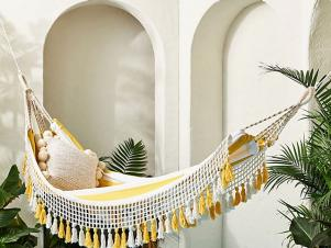 <center>10 Hammocks to Help You Enjoy Some R&R